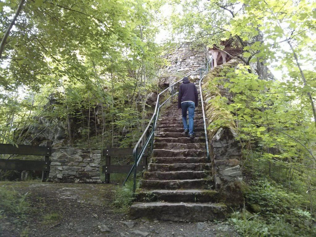 Treppe Aussichtsturm Wildenburg, Foto: Cora Berger