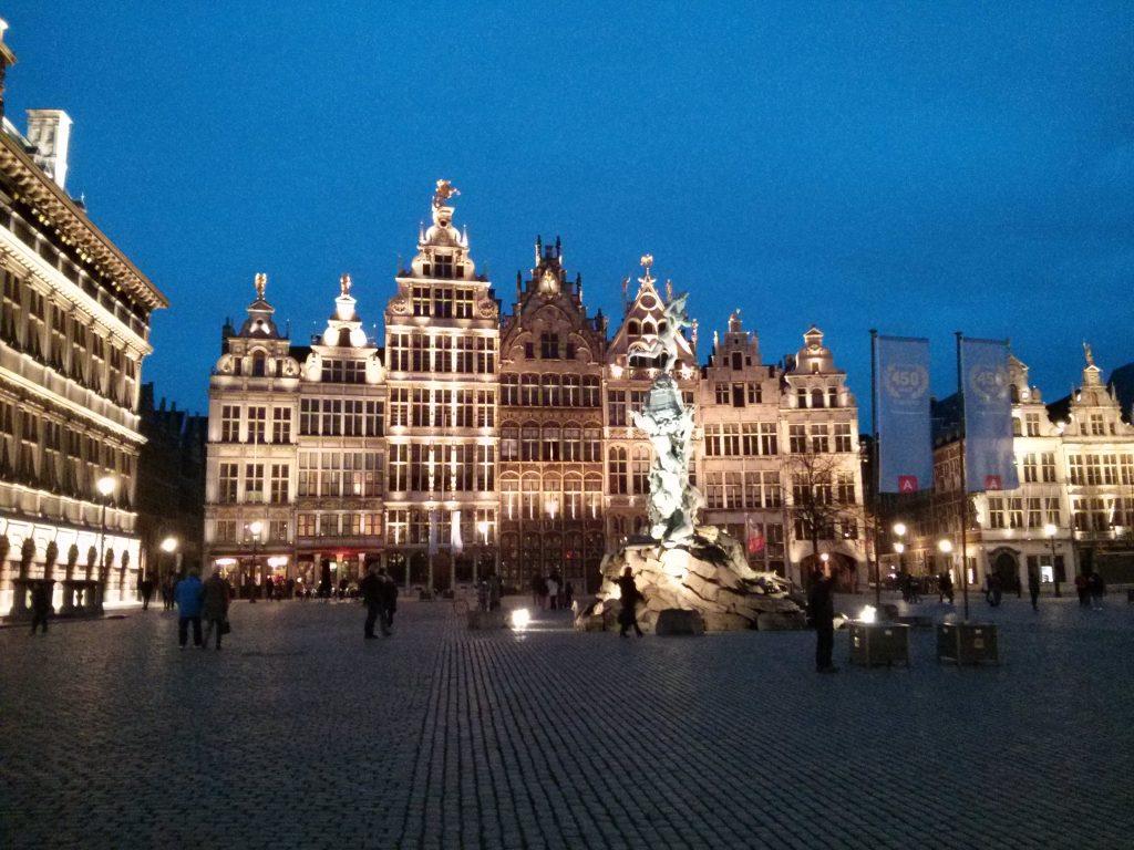 Antwerpen Grote Markt 2015 bei Nacht